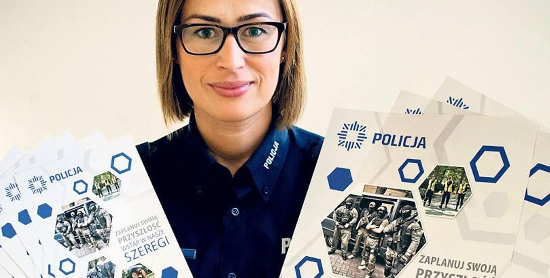 """Beata Gałka, rzeczniczka koszalińskiej komendy policji, zachęca do zapoznania się z autorskim programem """"Zaplanuj swoją przyszłość - wstąp w nasze s"""