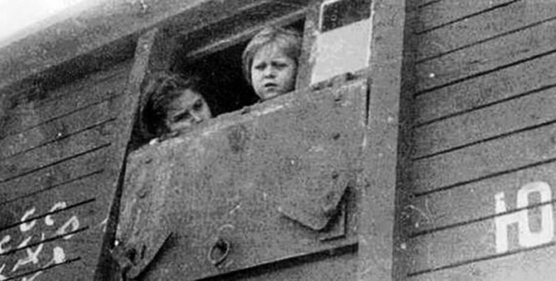 """Według Ośrodka """"Karta"""", który prowadzi """"Indeks represjonowanych"""", deportacje dotknęły ponad pół miliona Polaków."""