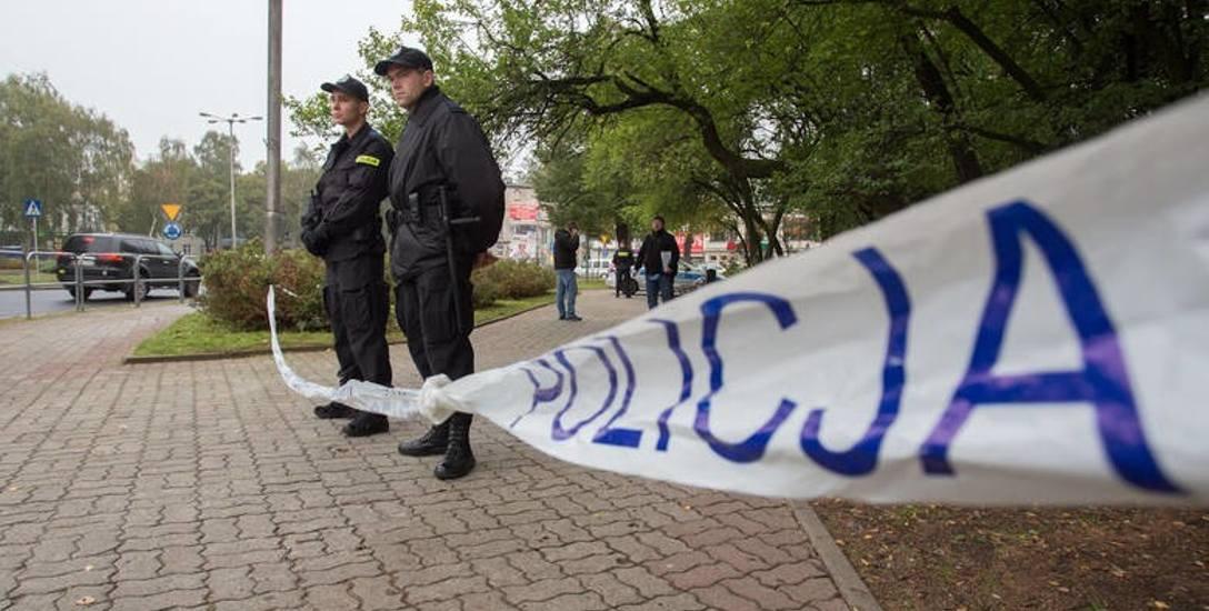 Do zdarzenia doszło w okolicach pl. Dąbrowskiego, gdzie trwała libacja alkoholowa. Pokrzywdzony zmarł na stole operacyjnym