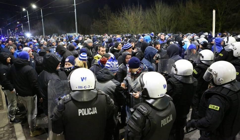 Film do artykułu: Pogoń Szczecin - Lech Poznań. Kibice Kolejorza przyjechali do Szczecina [ZDJĘCIA]