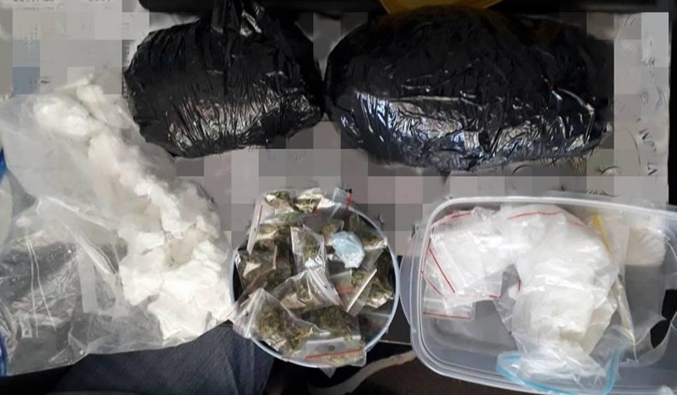 Film do artykułu: Tarnów. Na widok policjantów chciał wyrzucić narkotyki przez okno i do toalety