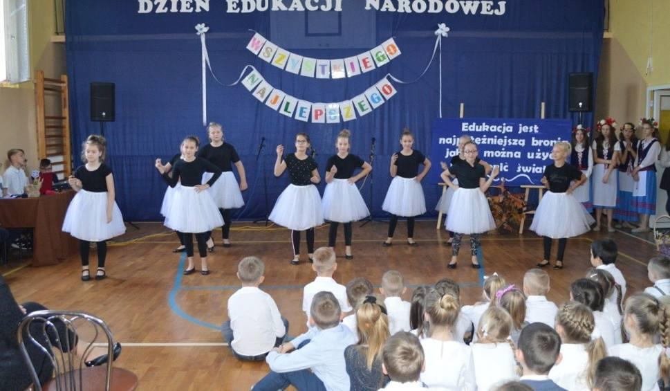 Film do artykułu: W Zespole Szkół w Radomicach świętowali dzień nauczyciela [zdjęcia]