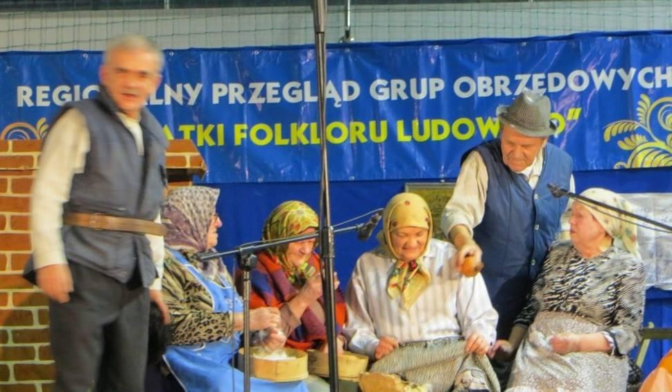 Film do artykułu: Jamniczanki dostały nagrodę za widowiskowe darcie pierza