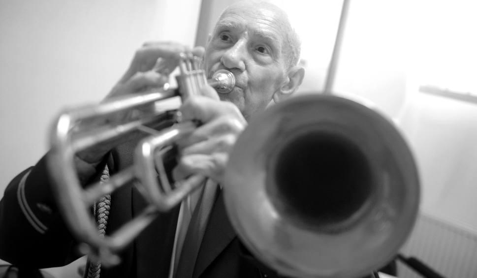 Film do artykułu: Odszedł Kazimierz Zwiernik - najstarszy muzyk Orkiestry Dętej Zastal w Zielonej Górze  [WIDEO]
