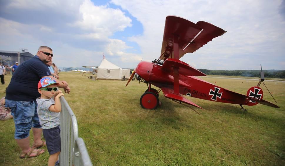 Film do artykułu: Śląski Air, Piro & Moto Show FAJERA! ZDJĘCIA 16.06 pokazy lotnicze na katowickim Muchowcu. Podniebne i pirotechniczne show BILETY, PROGRAM