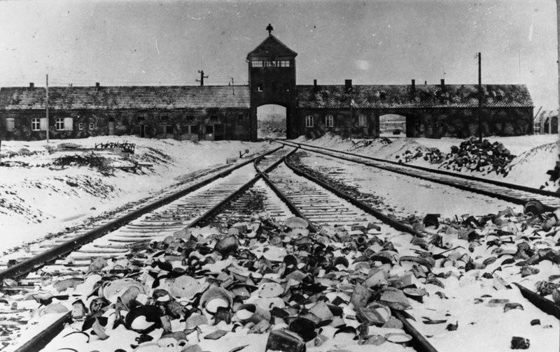 Brama wjazdowa do Auschwitz.