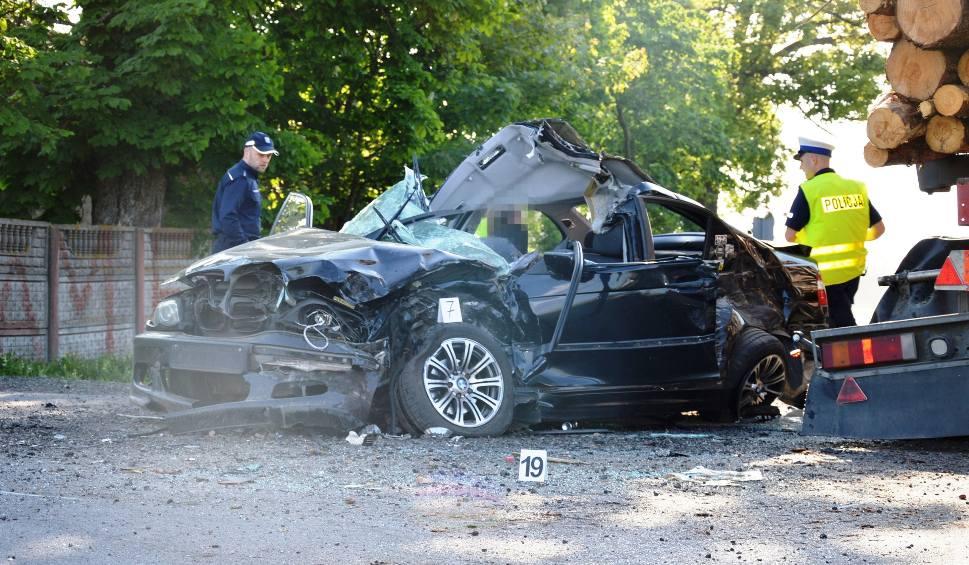 Film do artykułu: Wypadek na trasie Bytów-Kościerzyna. Nie żyje 24-latek