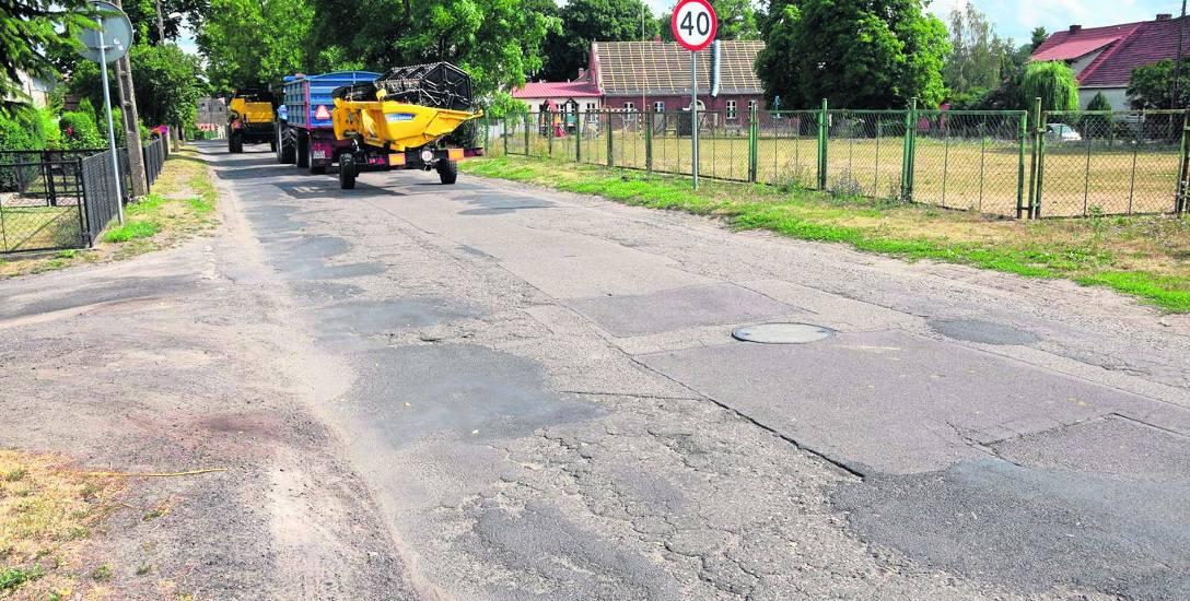 Stan drogi wiejskiej w Kunowie jest fatalny na niemal całym jej przebiegu. Koszt remontu szacowany jest na 12 milionów złotych