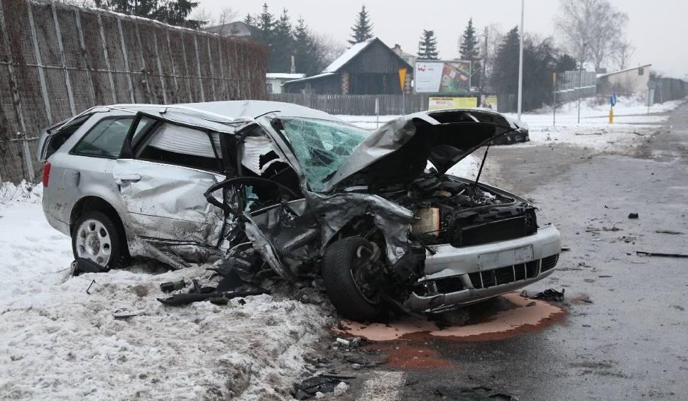 Film do artykułu: Wypadek na Krakowskiej w Kielcach. Zmarł kierowca jednego z aut