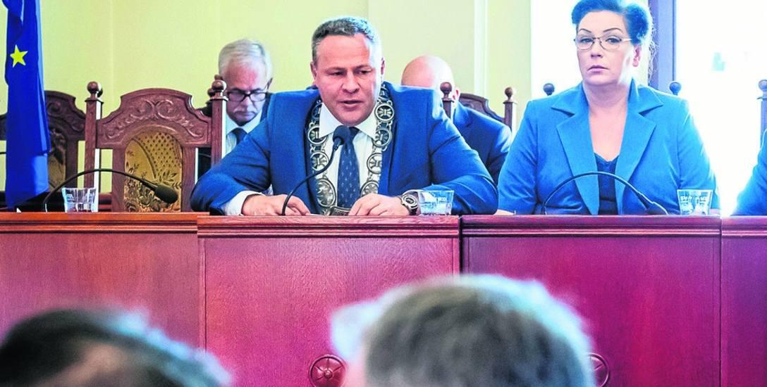 Radni spotkali się we wrześniu na sesji już po raz drugi. Wczorajsze obrady trwały wyjątkowo długo. Radni przez ponad dwie godziny nie mogli na przykład