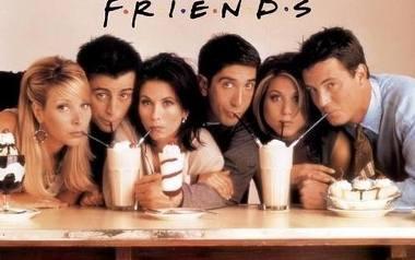 """Choć w tym roku mija już 25 lat od premiery pierwszego odcinka kultowych """"Przyjaciół"""", ten znany na całym świecie sitcom wciąż nie traci na popularności."""