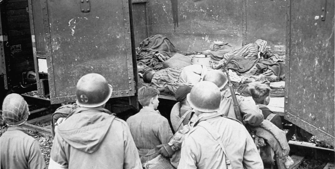 Archiwalne zdjęcia wyzwolenia obozu Dachau.