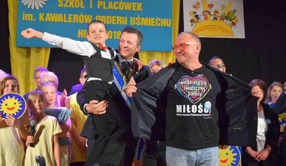 Film do artykułu: Jerzy Owsiak odebrał Order Uśmiechu w Lipsku z okazji 50-lecia istnienia tego odznaczenia. Był też Marek Michalak, rzecznik praw dziecka