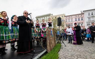 Biskup Jan Tyrawa zgodził się zeznawać w sprawie odszkodowania od kurii dla ofiary księdza pedofila. Nie będzie mógł jednak stawić się w sądzie 11 lipca