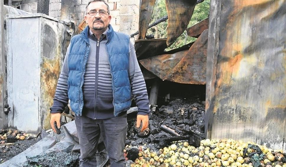 Film do artykułu: Żmiąca. Ogień strawił suszarnię i tłocznię owoców. Straty to milion złotych