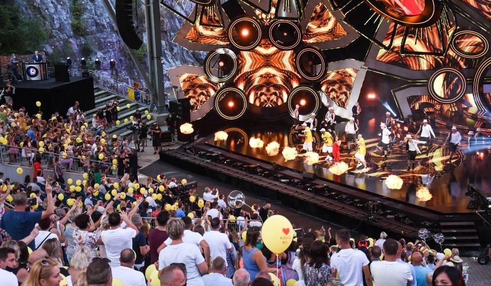 Film do artykułu: Zenek Martyniuk znów królował na Festiwalu Muzyki Tanecznej. Publiczność w maseczkach szalała [WIDEO, ZDJĘCIA]
