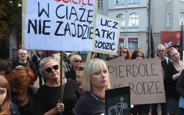 W ubiegłym tygodniu protest przeciwników zaostrzenia prawa aborcyjnego w Polsce odbył się m.in. w Sopocie