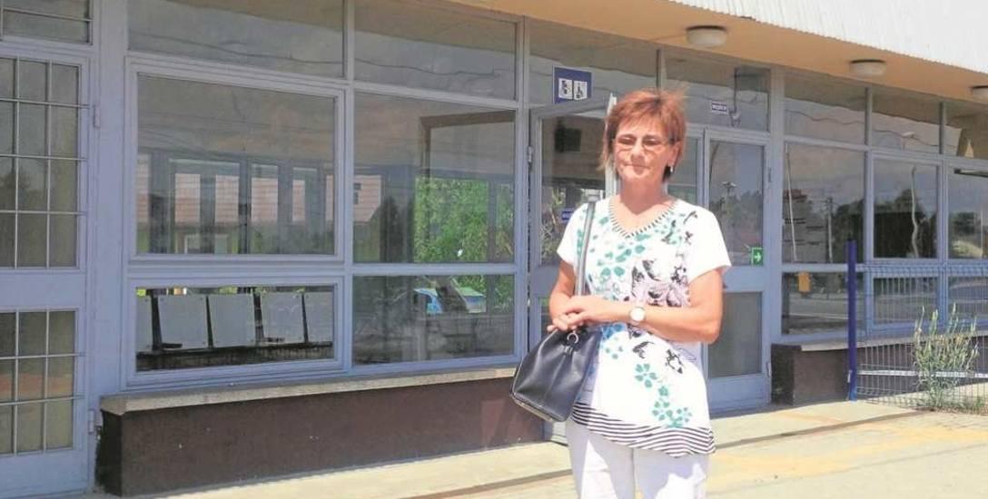 Bożena Legutko uważa, że dworzec kolejowy w Sterkowcu jest bardzo potrzebny. - Z pociągów korzysta  u nas  bardzo dużo osób, bo jest to wygodniejsze