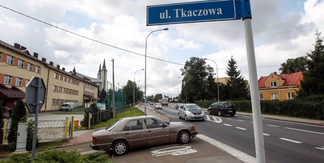 Ulica Doktora Tkaczowa jest dla Boguchwały główną ulicą miasta.