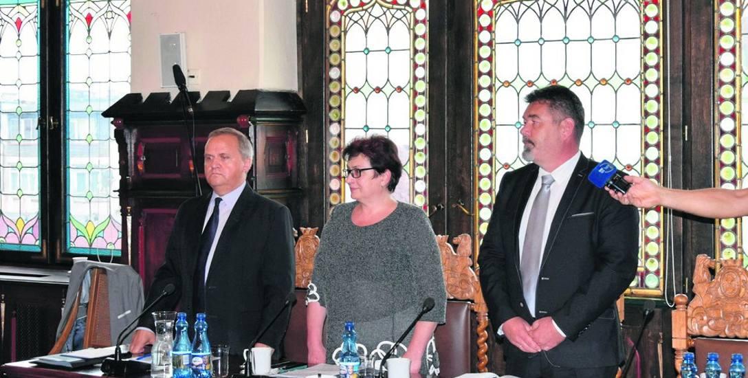 Opozycji po wyborach uzupełniających przybył nowy radny - Maciej Kasprzak (z prawej).