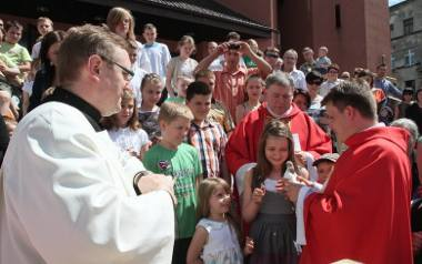 Święto Zesłania Ducha Świętego w parafii św. Piotra i Pawła na niezbyt religijnym, łódzkim Widzewie