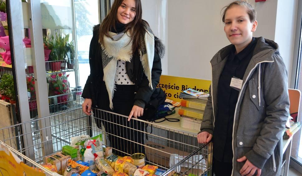 Film do artykułu: Wielkanocna zbiórka żywności w sklepach w regionie. Dary trafią na stoły potrzebujących. Gdzie można przynieść produkty spozywcze?