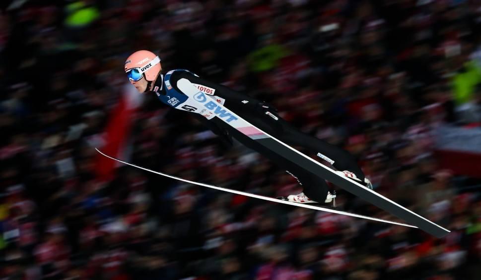 Film do artykułu: Skoki narciarskie dzisiaj na żywo RASNOV 2020 WYNIKI RELACJA SOBOTA. Kto wygrał w Rumunii? Dawid Kubacki tuż za podium [22 02]