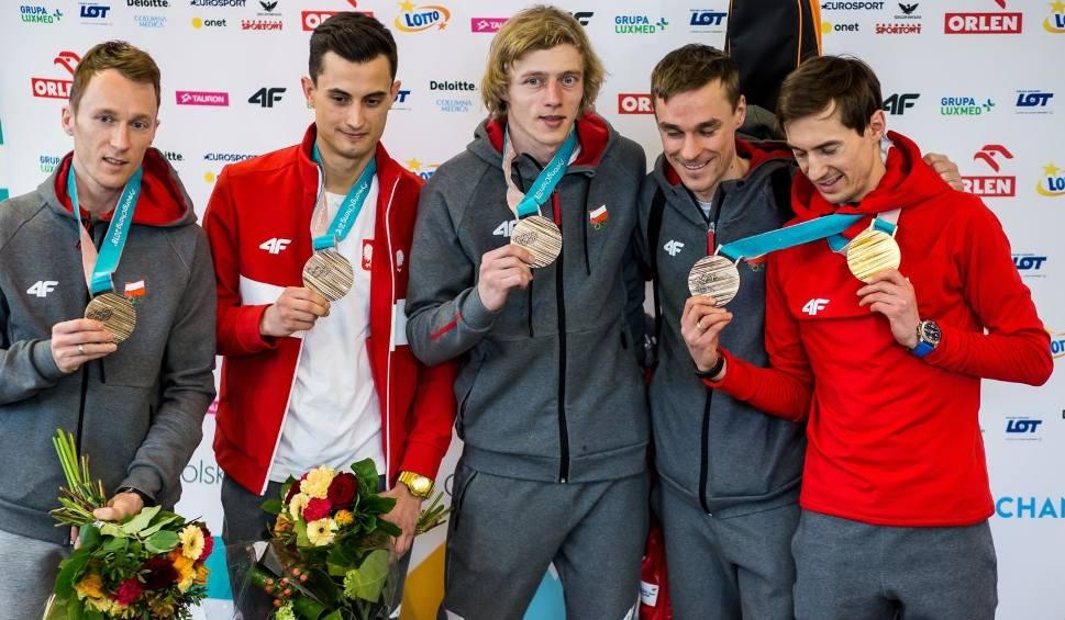 Film do artykułu: Powitanie olimpijczyków na Okęciu. Medale medalami, a najlepszy i tak jest Zbigniew Bródka - królewskie powitanie polskich olimpijczyków