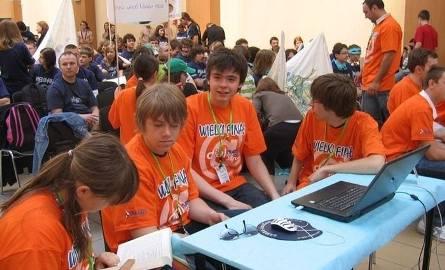 Uczniowie z ostrołęckiego Gimnazjum nr 5 z sukcesem w olimpiadzie wiedzy o internecie. Zobacz zdjęcia