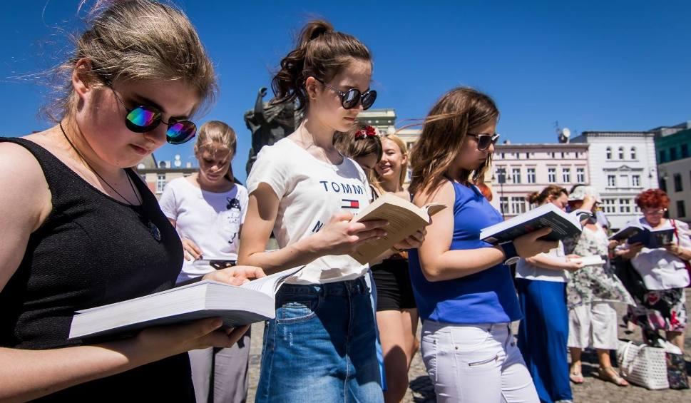 Film do artykułu: Narodowe Czytanie 2019 w Rzeszowie. Nowele Sienkiewicza, Orzeszkowej, Reymonta, Prusa [PROGRAM]