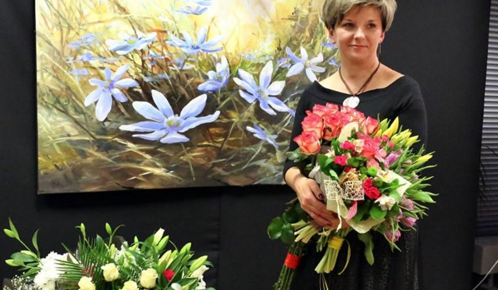 Film do artykułu: Wyjątkowy wernisaż Hanny Kuty w Morawicy. Przybyły tłumy entuzjastów jej twórczości [ZDJĘCIA]