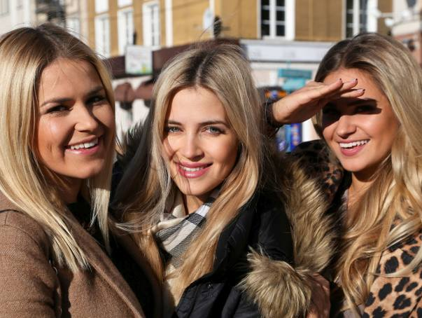 Rozalia Mancewicz wraz z siostrami Laurą i Natalią mają zamiar dobrze bawić się w walentynki