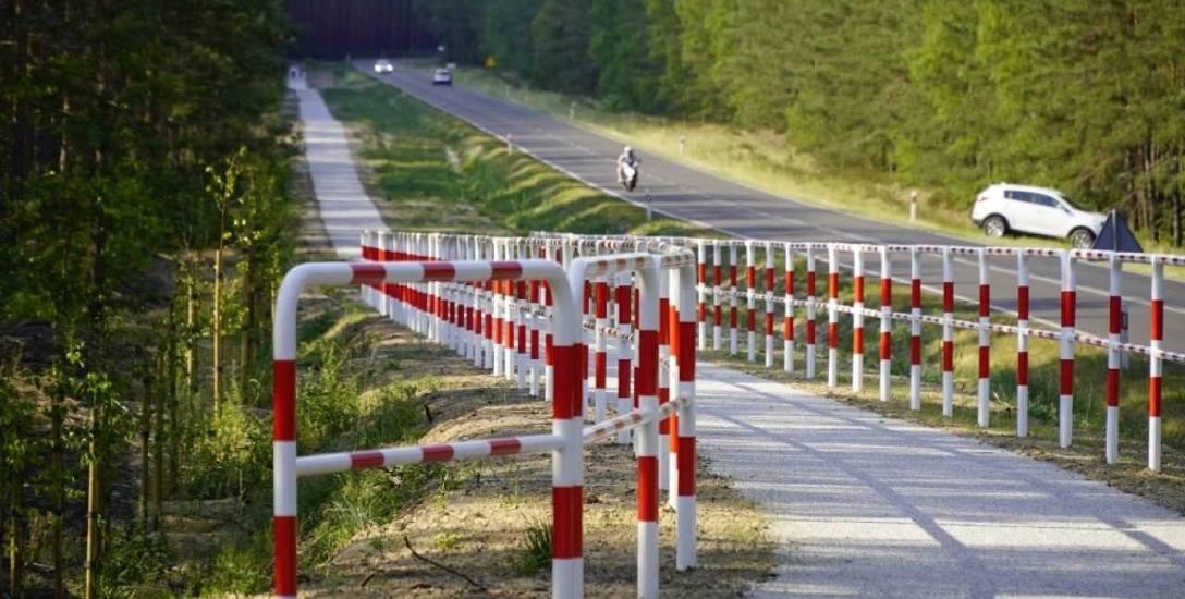 Część radnych uważa, że ścieżka powinna mieć nawierzchnię asfaltową.