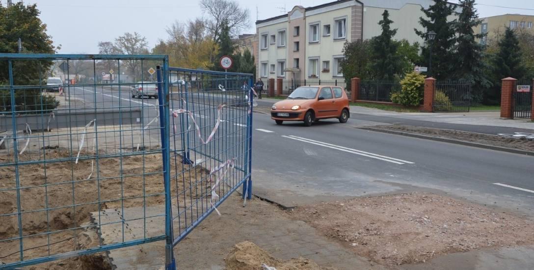 Na ulicy Topolowej zerwano nowy asfalt