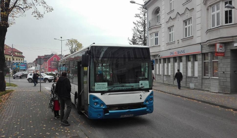 Film do artykułu: Uwaga, centrum Ustronia zakorkowane, na głównym rondzie zepsuł się autobus