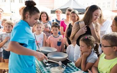 Festiwal smaków na Rynku w Opolu. Gościem festiwalu była Natalia Paździor, 12-latka spod Buska-Zdroju, zwyciężczyni kulinarnego programu telewizyjnego