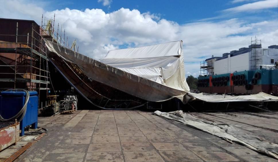 Film do artykułu: W Stoczni Marynarki Wojennej w Gdyni zawaliło się rusztowanie [zdjęcia]