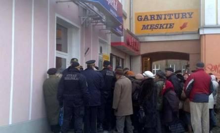 Białystok. Zamieszki przed apteką. Interweniowały policja i straż miejska (zdjęcia, wideo)
