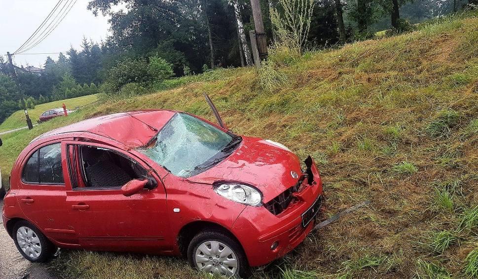 Film do artykułu: Jawiszowice. Samochód dachował, kierująca w szpitalu z potrzaskaną miednicą