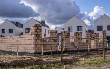 W gminie Dopiewo w 1990 roku było 8670 mieszkańców, w 2000 roku 10002 mieszkańców, a w 2020 roku już 28007 mieszkańców, a liczba ta wciąż rośnie. Co