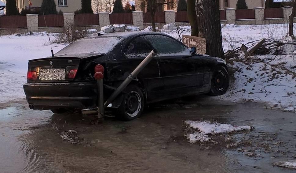 Film do artykułu: Mikułowice. BMW uderzyło w hydrant. Kierowca miał dwa promile