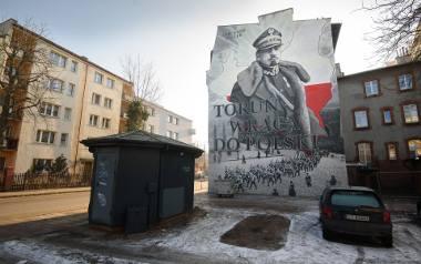 W Toruniu gen Józef Haller ma okolicznościowy mural. Czy w Bydgoszczy powstanie jego pomnik tak, jak proponują radni PiS?