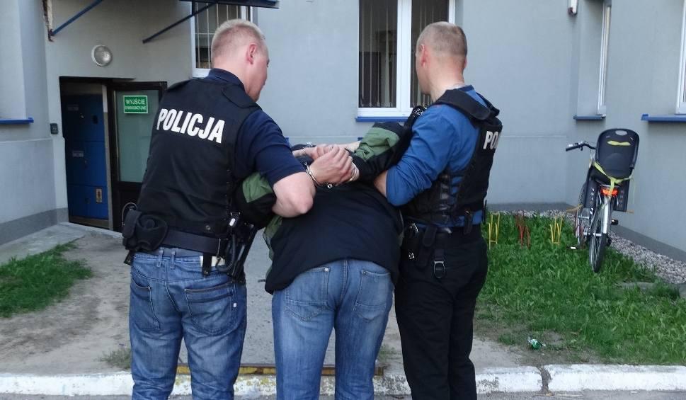 Film do artykułu: Maków Mazowiecki. Błyskawicznie zatrzymali sprawców rozboju