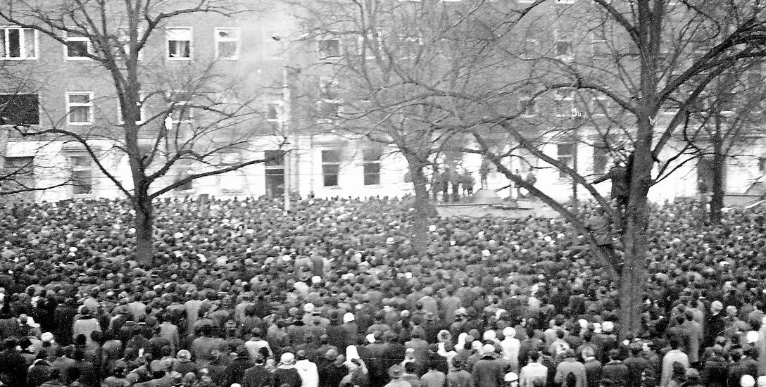 Według oficjalnej wersji w Szczecinie zginęło 16 osób. Łącznie w wyniku represji w grudniu 1970 zostało zabitych 41 osób