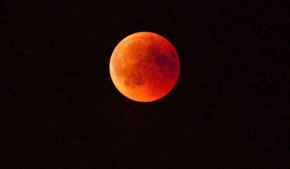 Film do artykułu: Zaćmienie Księżyca 2018. Najdłuższe całkowite zaćmienie od 100 lat 27.07.2018. Trwało prawie 2 godziny! Kiedy kolejne?