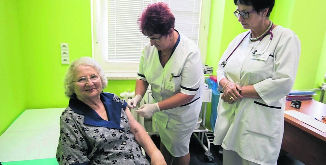 W Polsce w sezonie 2017/2018 dostępne są dwie szczepionki przeciw grypie Influvac oraz VaxigripTetra . Koszty szczepienia (35-49) zł znacznie przewyższają