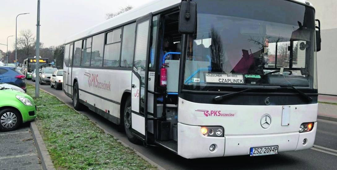 Niedawna awaria autobusu PKS Szczecinek na ul. Jana Pawła II, z silnika wydobywał się dym