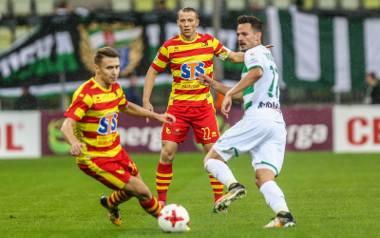 Przemysław Frankowski (z piłką) w meczu przeciwko Lechii zdobył gola oraz zaliczył asystę