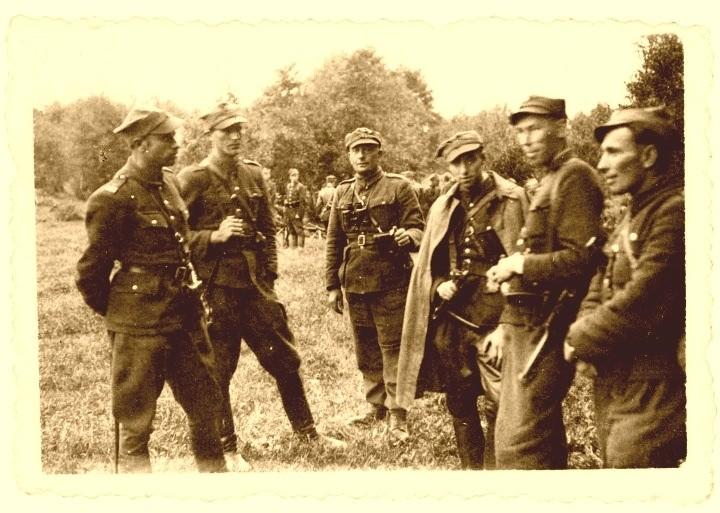 """Kadra 5. Brygady Wileńskiej. Władysław Łukasiuk """"Młot"""" trzeci od lewej"""