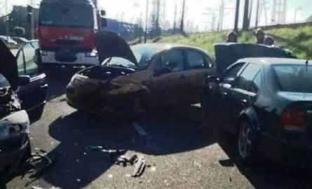 Nowy Sącz. Trzy auta rozbite. Dwie osoby w szpitalu [ZDJĘCIA]